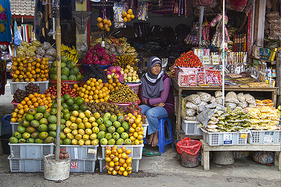 fruit-and-spice-market