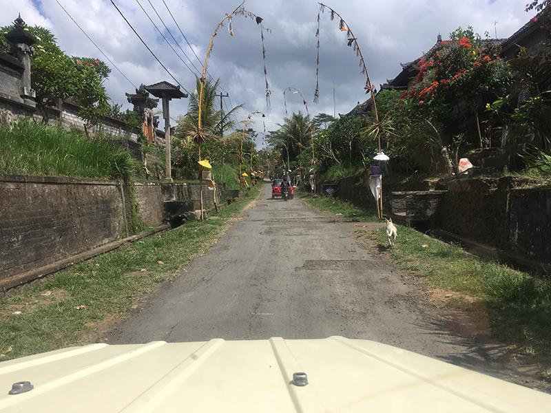 jeep-village-road-driver-view